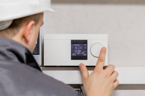 smart ac installation in maryland -- ac tech using a thermostat